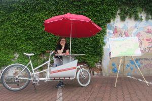06_Franzi Mucha und mein Frankfurt-Modell Fahrrad (c) hmf_klein